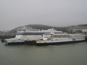 Spirit of Britain (213mx32m) & Pride of Calais (170mx28m) (© P&O)