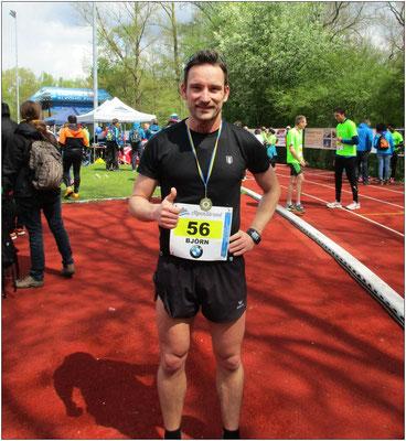 Daumen hoch für Landshut läuft und eine neue Halbmarathon-Bestzeit.