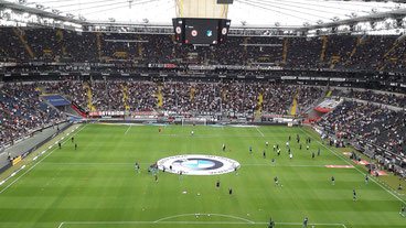 Blick in die Commerzbank-Arena vor dem Spiel