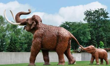 父象と子象の模型(忠類ナウマン像記念館)