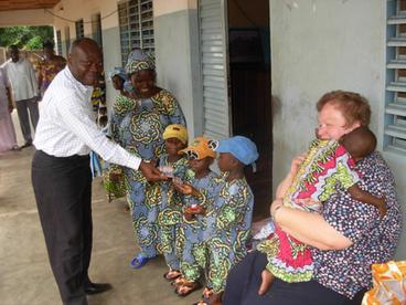 Dr. med. Babagebétho und einige seiner Patienten