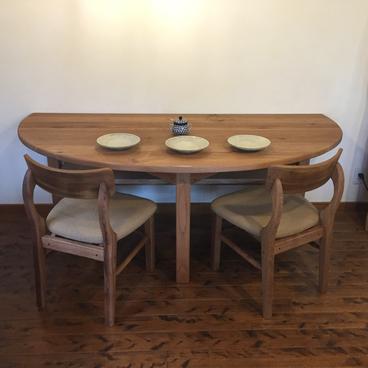 岐阜県 川辺町 オーダー家具工房ウッドスケッチ 胡桃(くるみ)の半楕円のテーブル