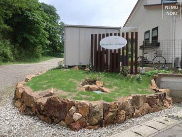コンクリート枕木平板、イタウバ 、ウッドフェンス、ポスト、表札、照明器具、施工例