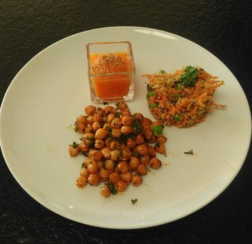 Taboulet printanier de quinoa aux graines germées, pois chiches aux épices et velouté de carottes.