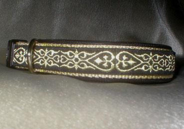 Halsband, Hund, Klickverschluss, 2,5cm breit, Gurtband beige, goldene Borte