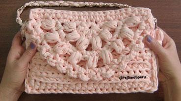 Bolso clutch de una pieza tejido con trapillo en crochet XL