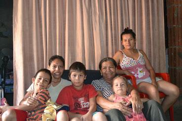 Doña Lucila y familia
