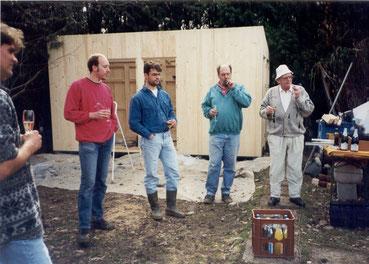 Richtfest beim Bau der Sanitärhütte