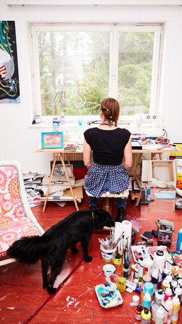 Ich liebe mein Atelier, meine Hündin Yoyo ist auch gerne hier :-)