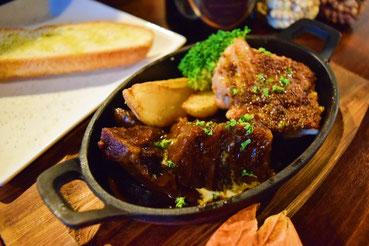 牛かたまり肉の赤ワイン煮と鶏のハニーマスタードグリル盛り合わせ
