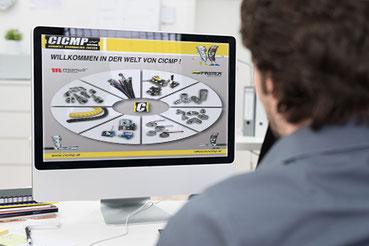 Mensch vor PC-Bildschirm mit Ansicht der Softwarelösung