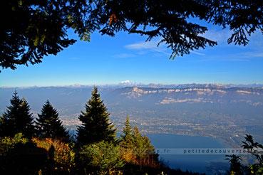 Point de vue depuis le Relais de L'Aigle  Savoie Lac du Bourget Mont blanc