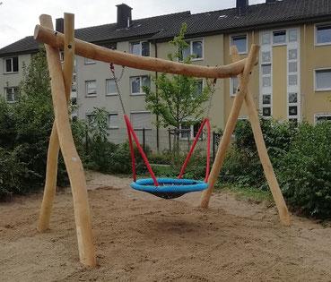 Spielplatz-Spielplatzgeraet-Robinie-Schaukel-Nestschaukel-KiGa-Kindergarten-Handicap