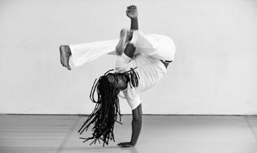 Akrobatik und Gleichgewicht beim Capoeira
