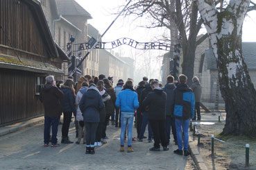 Students of the project group at the memorial in Auschwitz 2017