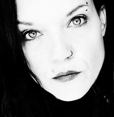 Eve Honegger, geboren im Januar 1982, wohnhaft im Appenzellerland.