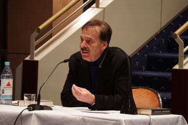 Bad Homburger Autor Christian Schmidt bei einer Lesung mit Musik am 29. Januar 2019