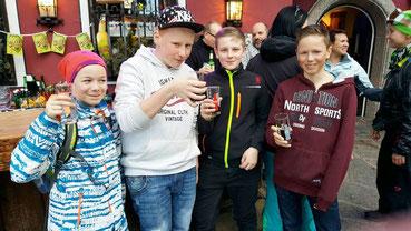 Apre-Ski-Grüße von Arnold und den Kids aus Saalbach Hinterglemm nach Tresdorf ... Prost ;-)