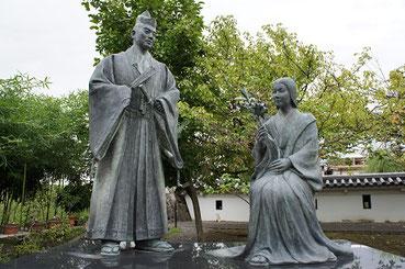 夫の細川忠興と細川ガラシャの像