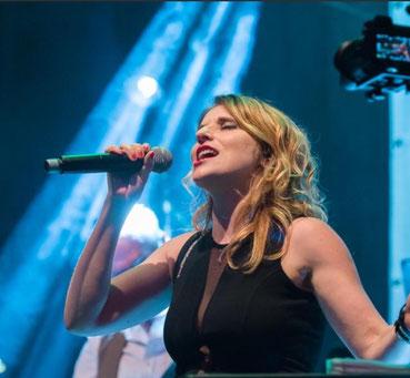 Julia Olk Sängerin Bühne Trier Wittlich Säubrenner Live Soul & More Band