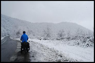 voyage à vélo en azerbaïdjan, bike touring, entreicietla, laetitia