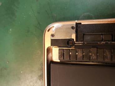 接着面のルーターで修正したiPadmini5のフレーム