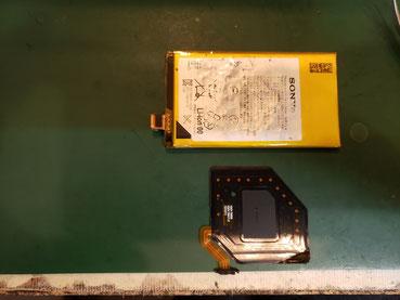 バッテリーに張り付けてあるNFC取り外し
