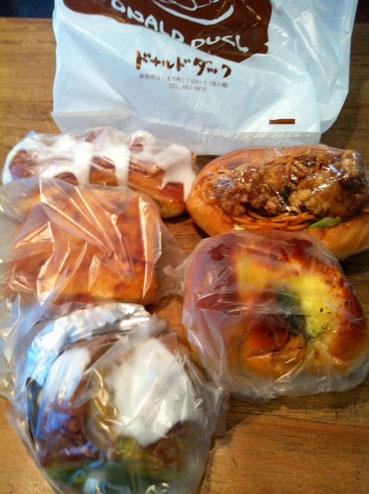 長い付き合いで14~15年になるのかな?、元哲平の先生でもあるサキヤマさんにパンを頂いた。 「ドナルドダック」のパンはだいたい制覇していますが新作が僕のツボ過ぎて参った!