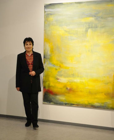 Uschi Lüdemann mit Malerei, o.T. 2017, in der GEDOK-Ausstellung