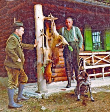 Foto v.l.: Der langjährige Jagdleiter Hubert Hainz (1929-2018) und Johann Zachbauer (1921-1998) ...