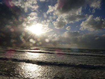 厚い雲から時折太陽も顔を見せてくれましたが、雹や小雪が舞う一日でした。