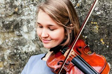 anna marila violin playing