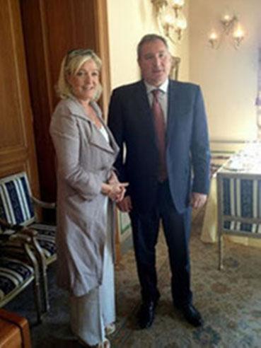 Marine Le Pen fra Front National og Dmitry Rogozin, stedfortrædende russisk ministerpræsident