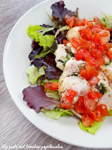 Kip gevuld met pesto en tomaten-paprikasalsa