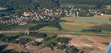Teilbereich des Gartenschau-Geländes, dahinter A9 und St. Johannis (Juni 2014)