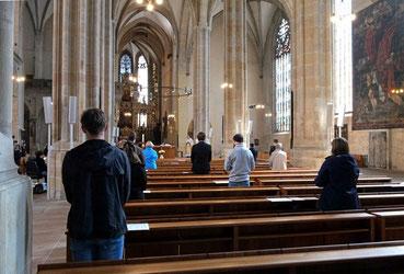 Gottesdienst mit begrenzter Teilnehmerzahl (Bild: Peter Weidemann / pfarrbriefservice.de)