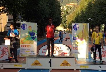 Dominic Larbi auf dem Siegerpodest (Foto: HP LAR Binningen)
