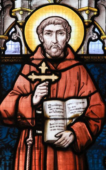 Glasfenster mit einer Darstellung von Franz von Assisi
