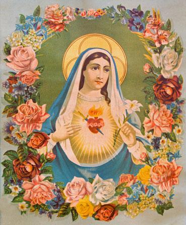 Das Herz der Jungfrau Maria, umgeben von Blumen