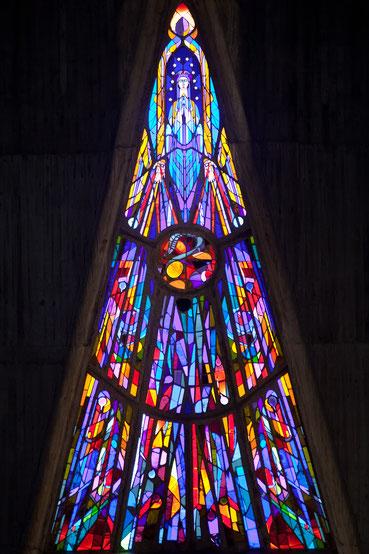 Marien-Fenster in der Notre Dame-Kirche in Royan/Frankreich