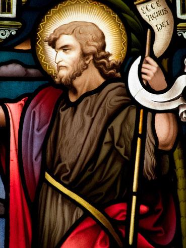 Glasfenster mit Johannes dem Täufer in einer katholischen Kirche in Dublin/Irland