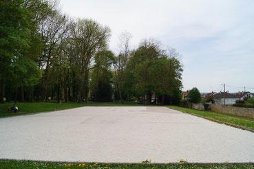 Le terrain de pétanque de l'Amicale Bouliste Dormaniste est situé dans le parc du Château de Dormans.