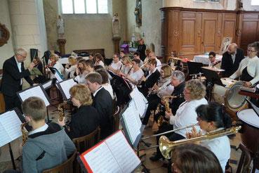 L'Orchestre sous la direction de José Luton.