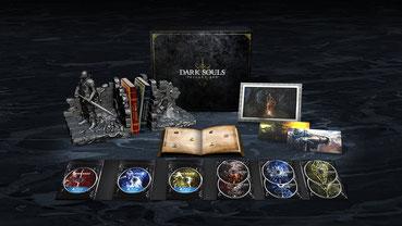 Mit in der Dark Souls Trilogy Box vertreten: eine Buchstütze mit Charakter-Modell und Schwert. Bild: Bandai Namco