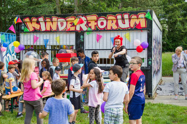 Anke Pöschke bei der Eröffnung des Kinderfestes - Fotos: Melanie Biesenbach