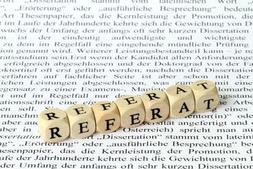 Buchstabenwürfel mit dem Wort Referat