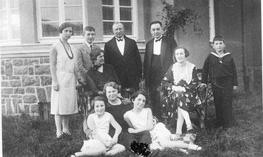 Historische Aufnahme einer Familie