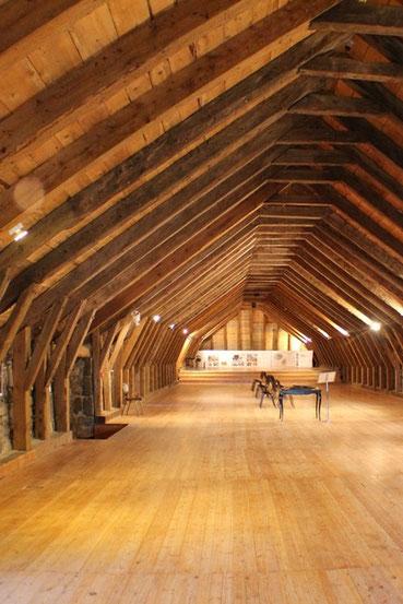 La ferme de Bourlatier a été préservé des assaut du temps et nous montre les qualités techniques et esthétiques des anciens artisans du plateau Ardéchois.