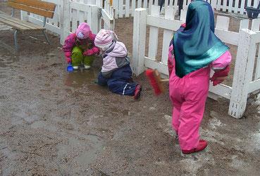 """Anton Pelinka: """"Sind der Politik mit der Angst noch Grenzen gesetzt? Offenbar nicht, wenn schon Kopftücher in Kindergärten und fremde Worte in Schulpausen """"unsere"""" Werte gefährden. Es kann noch schlimmer kommen. """"  Bild:spagra"""