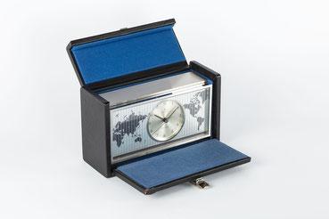 Junghans elektronic Astro-Chron, Quarzuhr im Weltzeitgehäuse und Geschenkkassette 1967, Nr. 00325